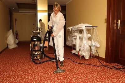 myjka parowa czyszczenie w hotelu